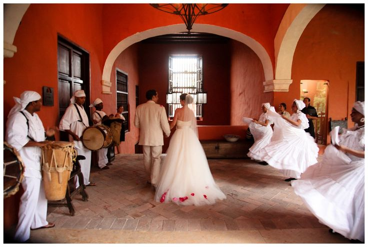 I'm obsessed with this Colombian wedding.
