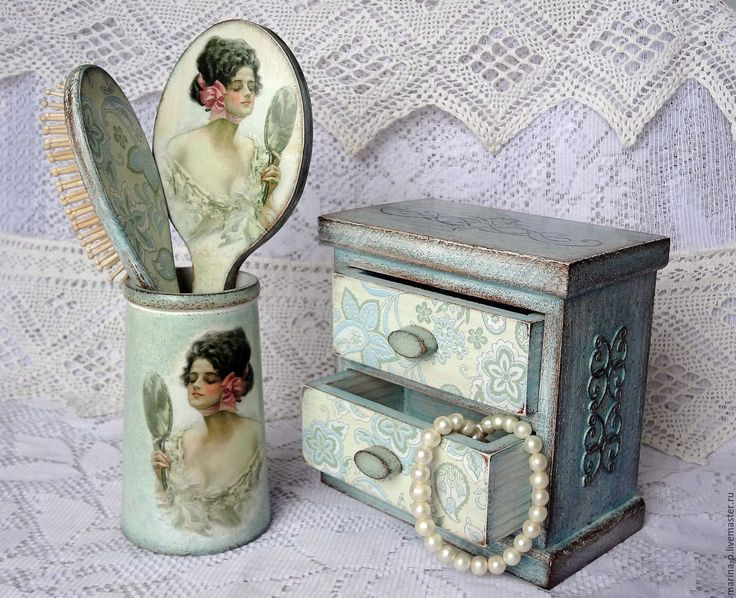 Купить или заказать Набор для женщин ' Голубая мечта' в интернет-магазине на Ярмарке Мастеров. Набор в технике декупаж- зеркальце , расчёска, подставка для них и небольшой комодик , в который можно положить заколки и украшения. Всё выполнено в одной нежно-голубой гамме. Расчёска, зеркало и подставка стоят 1600 руб. Мини-комод - 2000…