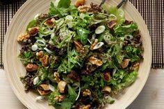 Πράσινη σαλάτα με ξερά σύκα, καρύδια και σάλτσα μελιού - Γρήγορες Συνταγές | γαστρονόμος online
