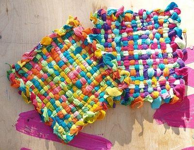 Como hacer una alfombra con tela reciclada decoraci n - Como hacer trapillo ...