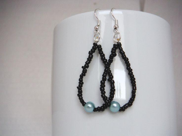 orecchini a goccia con rocailles nere e perla azzurra a lato / earrings : Orecchini di elenalucc