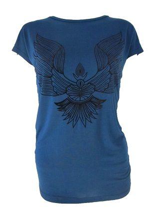Camiseta alas  Camiseta de manga corta. Detalle de alas en la parte delantera en estampado de terciopelo negro. Ideal para un look desenfadado.