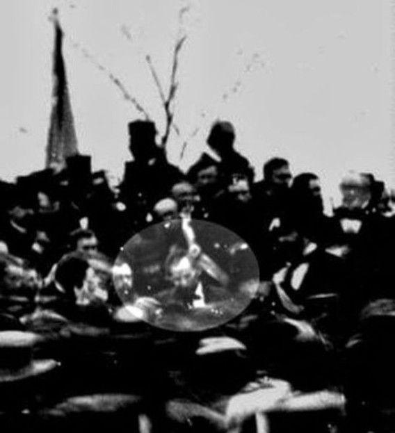 ゲティスバーグでのあの有名な演説をする直前にとらえられたエイブラハム・リンカーンの姿。現存しているものとして唯一確認されている写真(1863年11月19日)
