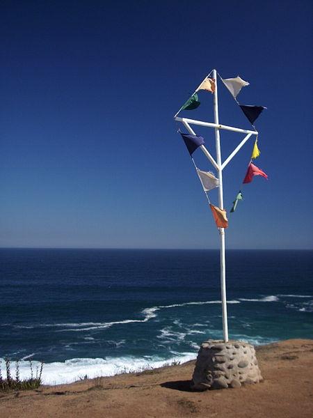 Escultura instalada en los terrenos de Cantalao, proyecto artístico y cultural impulsado en Isla Negra por el poeta chileno Pablo Neruda. Fotografía del 17 de abril de 2012.