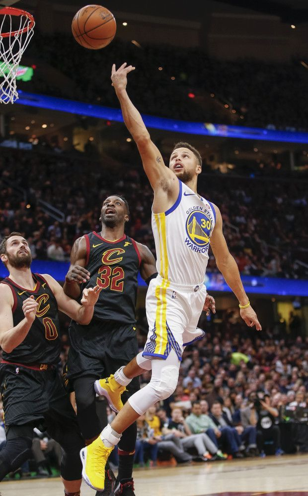 Stephen Curry #30 of the Golden State Warriors shoots the ball over Jeff Green #32 of the Cleveland Cavaliers at Quicken Loans Arena on January 15, 2018 in Cleveland, Ohio. (Michael Hickey/Getty Images)
