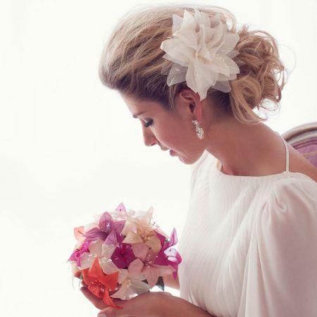 Flor de Tecido para Cabelo de Noiva | Arranjo de Cabelo para Noiva  | Headpiece para noivas com flores, para casamentos no campo, casamentos rústicos, casamentos na cidade, casamento na praia. Acessório de cabelo para noivas complementarem o vestido de noiva e penteado de cabelo para noivas. O acessório de cabelo para noivas também é uma inspiração para casamentos únicos e pode ser personalizada para diferentes estilos de noivas. Como noivas boho, noivas vintage, noivas contemporâneas…