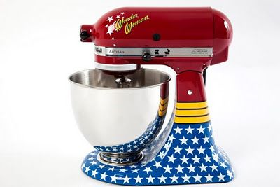 WANT!! KitchenAid's Wonder Woman Stand Mixer is seriously awesome...the skull and cross bones and peace and love versions are equally awesome. Someone fly to Brazil and get me one!