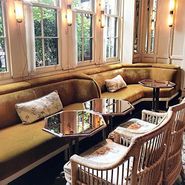 Best place in London to have lunch & work a little bit on a rainy day... O bar do Chiltern Firehouse é tão delícia de dia quanto é de noite, um dos meus lugares favoritos em Londres! Vic Ceridono | Dia de Beauté