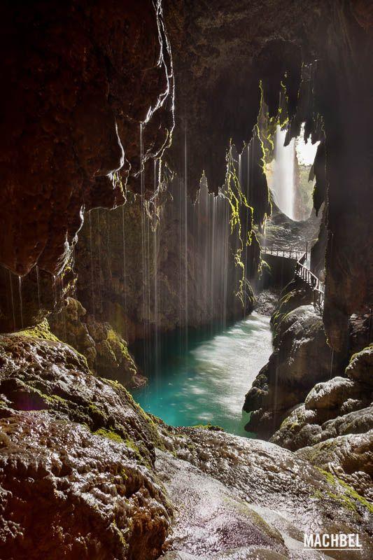 10 lugares naturales de España que todos deberíamos conocer. Monasterio de Piedra