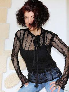 uncinetto moda e fantasia: magliettina nera in cotone.....