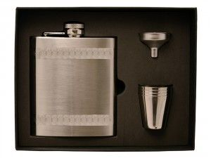 Hip Flask Scotland Steel comes with engraving and is delivered to you in a gift box. You can get it engraved by your choice of text and has the capacity of 24 cl. #hipflask #personalisedhipflask #engravedhipflask