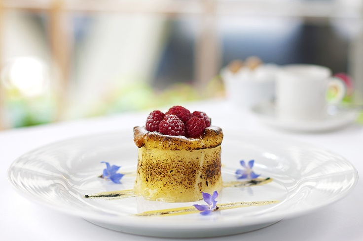 Set against the graceful luxury of the five-star Radisson Blu Hotel Sydney, Bistro Fax Restaurant & Bar enjoys an exciting new dining space with an invigorating Modern Australian menu to match.
