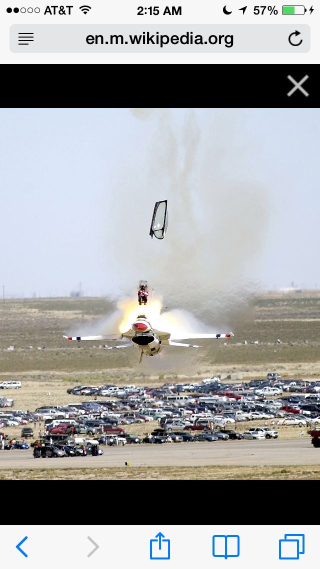 Thunderbird F-16 ejection Mountain Home AFB (2 of 3)