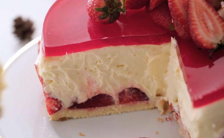 40 receitas de bolo de morango para celebrar os bons momentos da vida