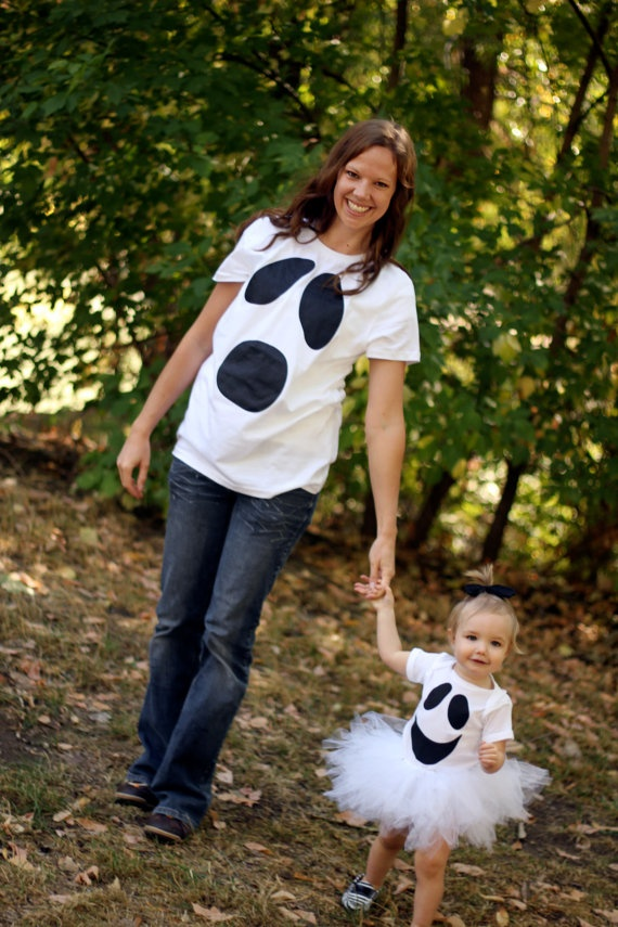 Mommy and Me Halloween Ghost Shirt Set (With Tutu). $40.00, via Etsy..... ha, i can make this easily with a hanes shirt, some tulle, and felt iron on fabric!  *** update: for the shirts i used felt sheets and fabric glue. Just cut out the shapes and glue! Super cute:)