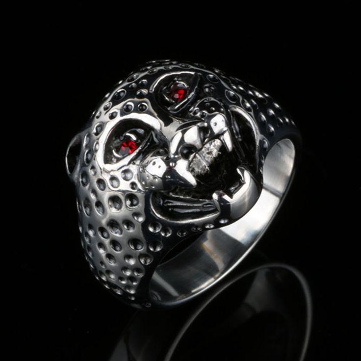 """мъжки пръстен от неръждаема стомана 316L, камък – червен чешки кристал, цвят – """"сребро"""" с патина, дължина на главата – 2 см,  цена: 18 лв. (артикулът не е наличен в мо…"""