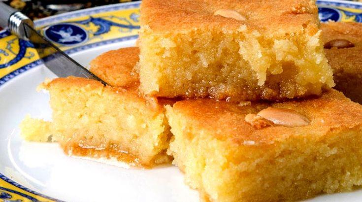 Μια πανεύκολη συνταγή για ένα υπέροχο σιρoπιαστό γλύκισμα. Μπασμπούσα, το Αιγυπτιακόσάμαλι με γάλα που το κάνει εξαιρετικά αφράτο και λίγο φρέσκο βούτυρο