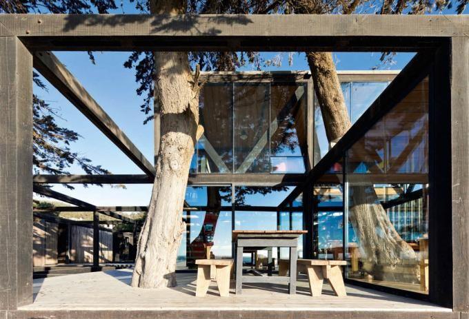 WMR Surazo Hotel. Matanzas, Chile rustic bench