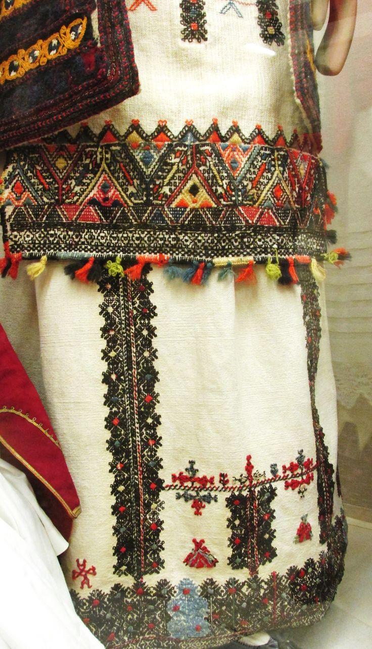 Λεπτομέρεια της παραδοσιακής φορεσιάς απο την Περαχώρα Κορινθίας.