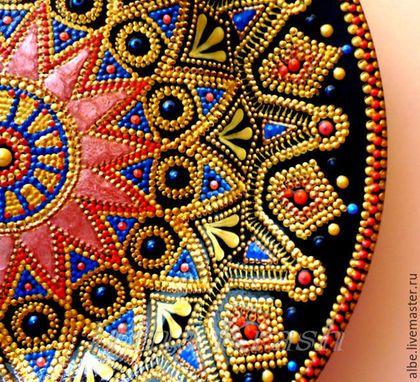 Point to poin painted dish mandala Декоративная посуда ручной работы. Ярмарка Мастеров - ручная работа. Купить Тарелка-мандала Цветок мечты. Handmade. Черный фон