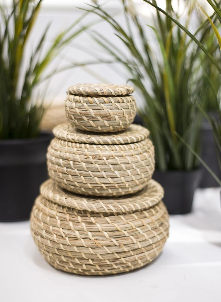 Woven baskets will be big this year and we're all for a trend that helps us hide away our clutter 💛🌾 #wovenbaskets #storage #hitrends
