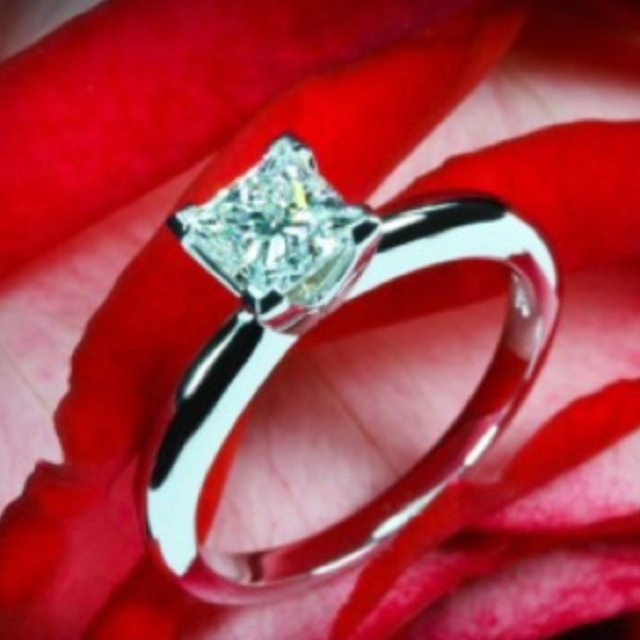Pretty engagement/ wedding ring!