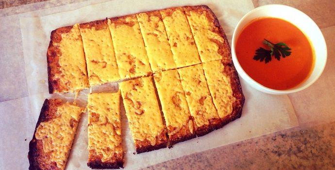 Cheesy, garlic cauliflower flatbread #LCHF #banting #timnoakes #realmeals