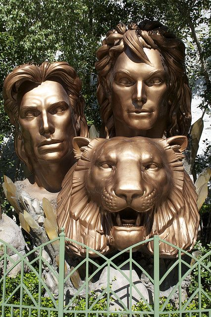 Siegfried & Roy statue at the Mirage....was lucky enough to see the show. This pinner saw the show at the Mirage, too, back in the 1990s.