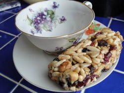 Homemade Trail Mix Bars: I think I can adapt this to make my own version of Nature Valley's Cranberry & Pomegranate Trail Mix Bars