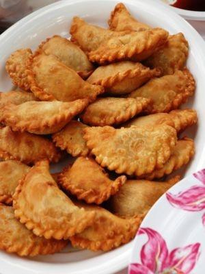 Seadas (traditional sardinian fritter), also called Sebadas. This ...