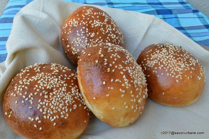 Chifle pentru hamburger sau burgeri - painici moi si pufoase. Reteta de chifle de casa moi si pufoase pentru burgeri sau sandvisuri. Cele mai bune chifle pe
