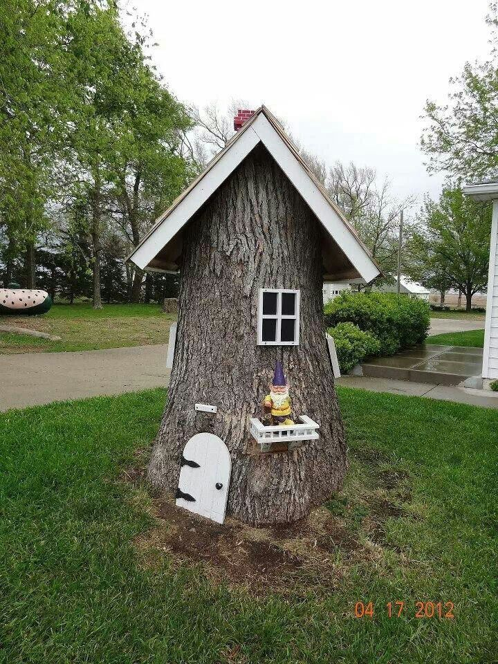 Gnome Tree Stump Home: Gnome House Out Of Tree Stump.