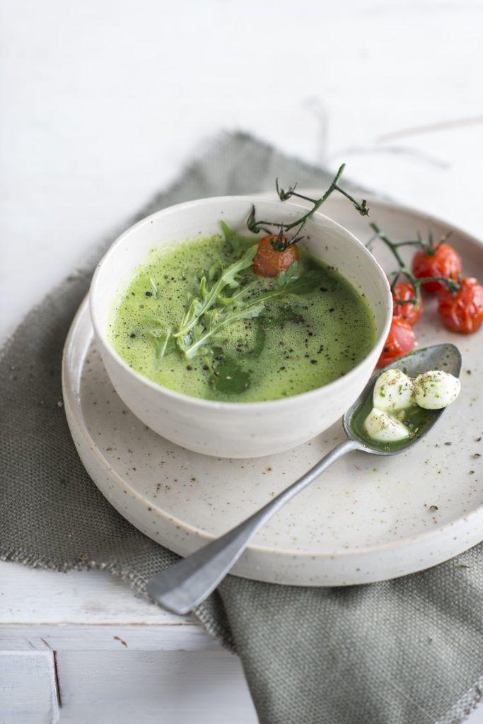 Soepje van courgette en rucola met tomaat en mozzarella • Nooit meer diëten