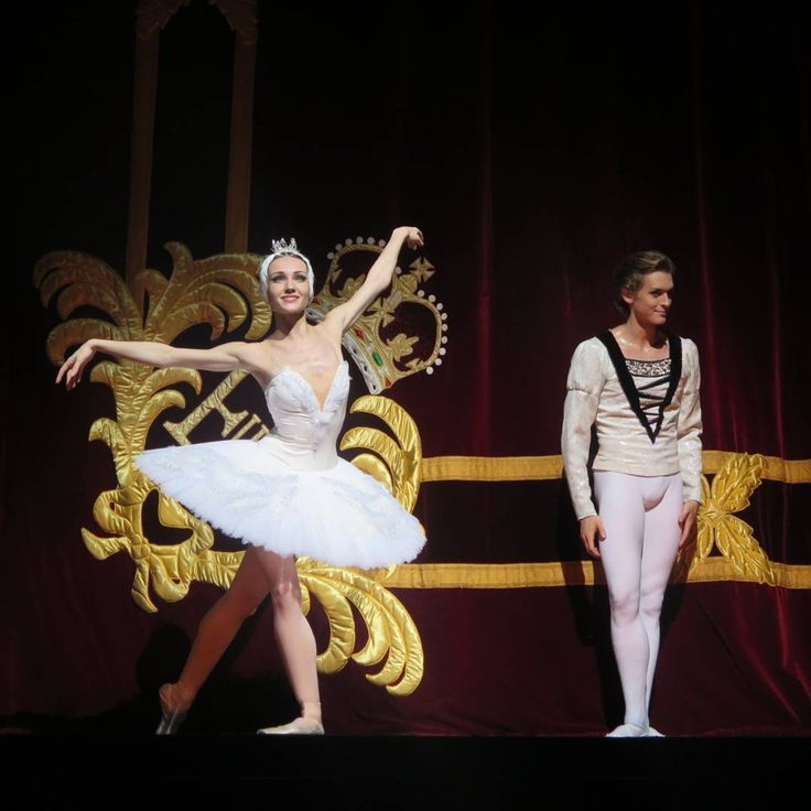 Yulia Stepanova and Denis Rodkin London 2016 Swan Lake Congratulations to @yuliastepa, prima ballerina of the Bolshoi! Such a long waited and well deserved promotion!  #yuliastepanova#bolshoiprima#bolshoiballet