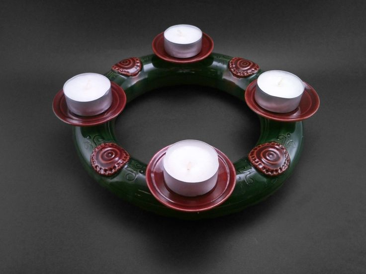 Christmas Wreath with Traditional Coloring - Ildikó Károlyi #ceramics #pottery #keramiart