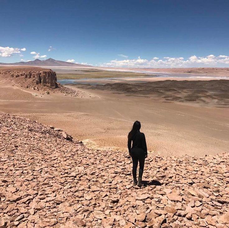 O deserto de Atacama está localizado na região norte do Chile e possui cerca de 1000 km de extensão sendo considerado o deserto mais alto e mais árido do mundo. O @arrumandoamala visitou o Salar de Tara o ponto turístico mais distante de San Pedro cerca de 140 km mas infelizmente nem todas as agências oferecem o tour até lá. Por isso se estiver na sua lista se programe bem pra curtir o melhor desse lugar incrível. Saiba mais sobre o Atacama e outros destinos no  http://ift.tt/1EbJ8ay…