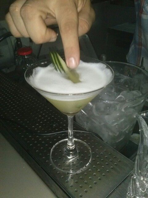 Zesty martini, vidka, pepino, xarope de açucar, licor 43, necta de maça, pure de abacaxi,