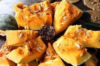 Calabaza en dulce Disfruta de la calabaza en dulce, una tradicional receta mexicana muy fácil de realizar y muy económica. Además, con un toque diferente de guayaba y camote. Ingredientes para preparar calabaza en dulce 1 Kg. de calabaza de castilla 2 guayabas 1 camote mediano 500 Kg. de piloncillo 1 l. de agua 1 rama de canela http://calabaza-en-dulce.recetascomidas.com/