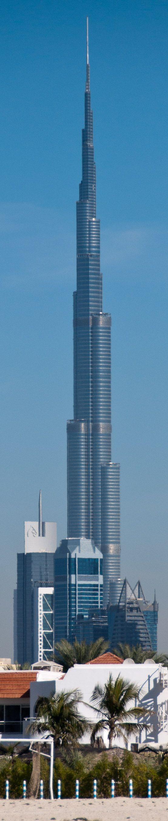 Nervenkitzel beeindruckend hoch oben am Burj Khalifa, dem höchsten Gebäude der Welt