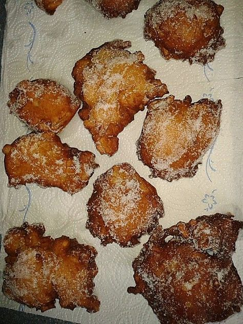 Apfelkrapfen (Püfferchen ), ein schönes Rezept aus der Kategorie Kuchen. Bewertungen: 7. Durchschnitt: Ø 4,2.