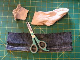 Tout à l'heure je voulais faire une jupe bouffante en jeans, de préférence facile à faire, en récupérant des morceaux tous faits d'autres vê...