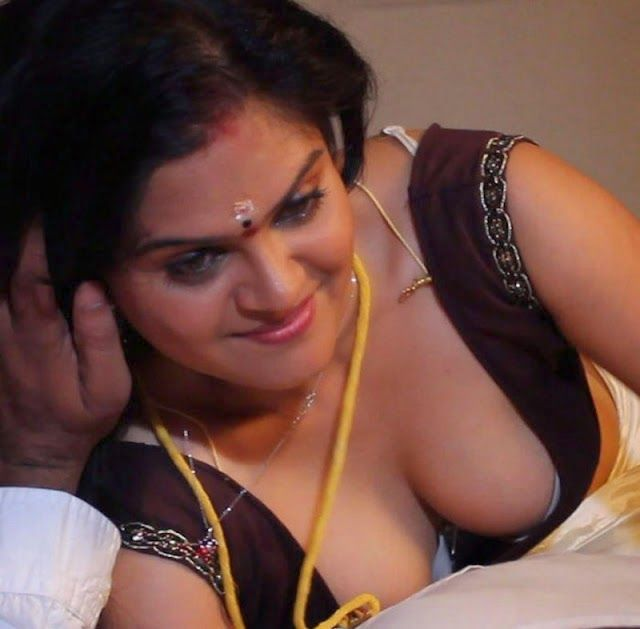 Sexy Actress Photos: HOT DESI MALLU SIZZLING BLOUSE OPEN