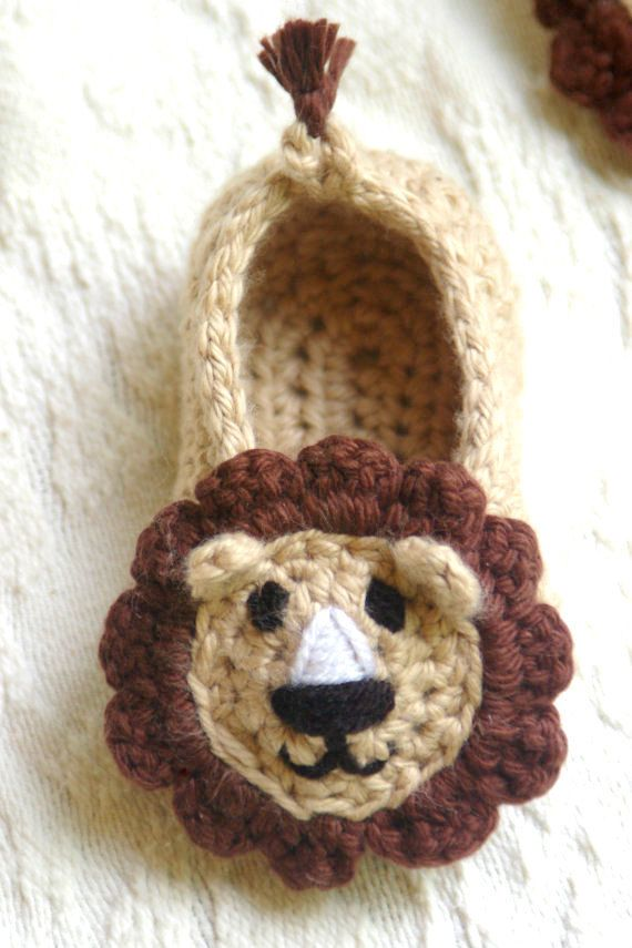 Baby Boy Lion House Slipper Crochet Pattern by TwoGirlsPatterns