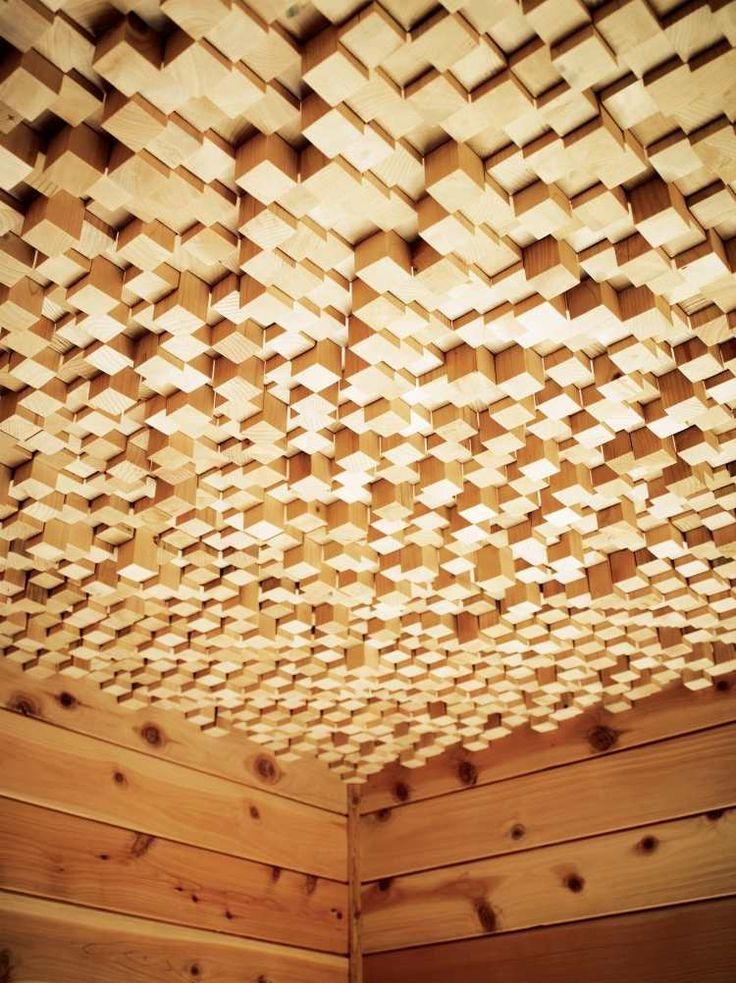 faux plafond design e avec revêtement mural en bois