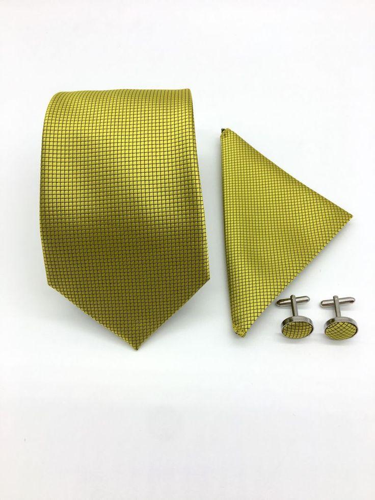 Set de accesorii pentru miri, compus din cravata, batista si butoni camasa.   Setul poate fi asociat unei tinute de ceremonie sau de nunta.   Acest set elegant poate fi oferit cadou la diverse ocazii.   Cravata, batista si butonii mustar pun in evidenta un costum de ocazie...