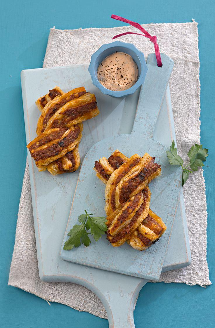Herzhafte kleine Zöpfe mit einer Füllung aus Hackfleisch und Auberginen mit Fetakäse - der Hit für jede Party