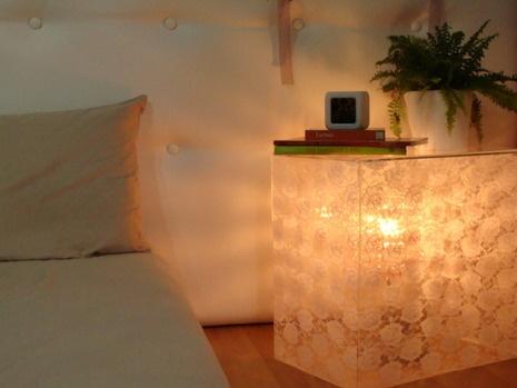 diy bedside table!: Diy Acrylics, Christmas Lights, Acrylics Bedside, Lace Bedside, Clever Ideas, Bedside Table Lamps, Lace Tables, Acrylics Tables, Bedside Tables Lamps