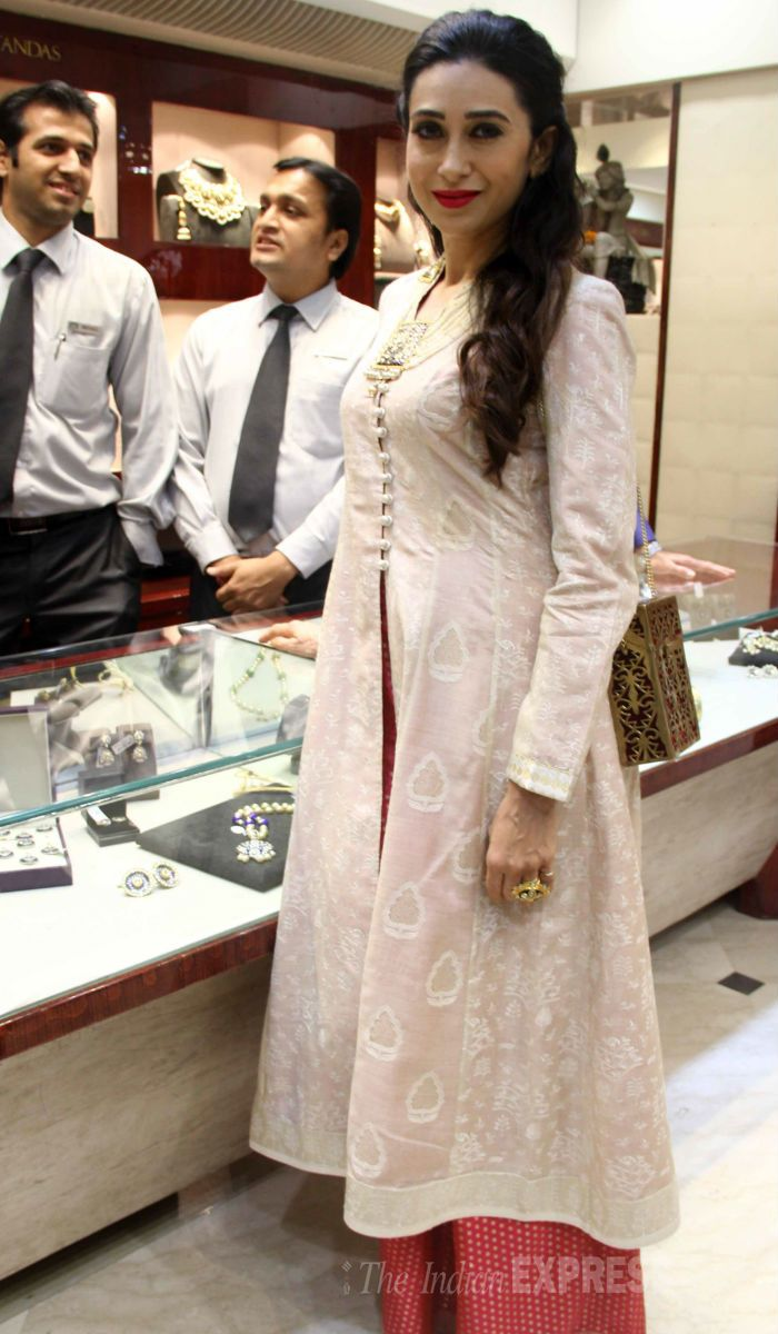 Karisma Kapoor unveiled new jewellery line by designer Sunita Shekhawat. #Bollywood #Fashion #Style #Beauty