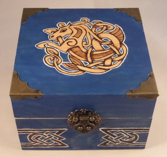 Kiste mit Metallbeschlag  Kelpie  keltisches von CvSblightedArt