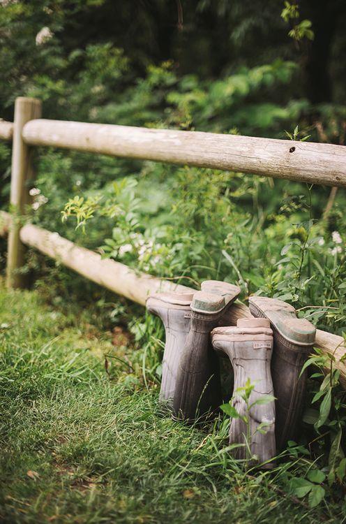 Het boerenleven op laarzen. Meer over boeren? Ga naar: http://www.milkstory.nl/artikel/vijf-vragen-aan-mike-kroes  #country #life #farm